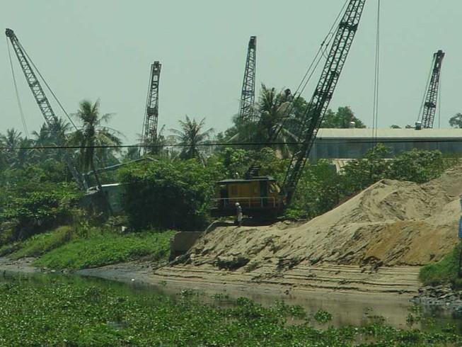 Giá cát TP.HCM tăng vùn vụt