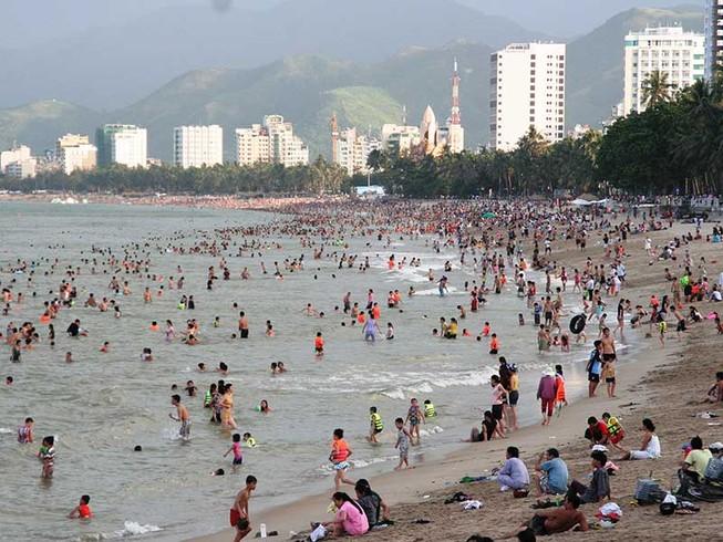 Lấn vịnh Nha Trang để bờ biển rộng hơn (!?)