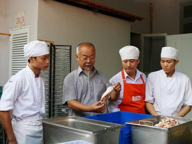 Thầy bếp Hội và trường dạy nghề miễn phí