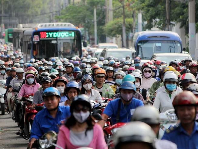 Bạn đọc cãi kịch liệt về đề xuất cấm xe máy