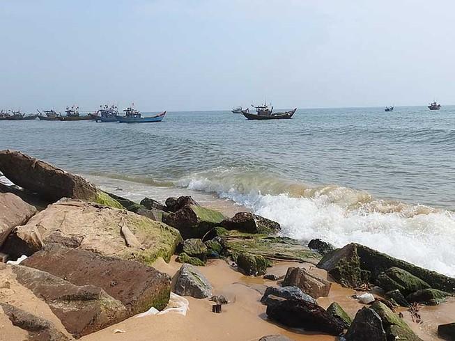 EVN xin đổ chất thải xuống đất, biển Quảng Bình