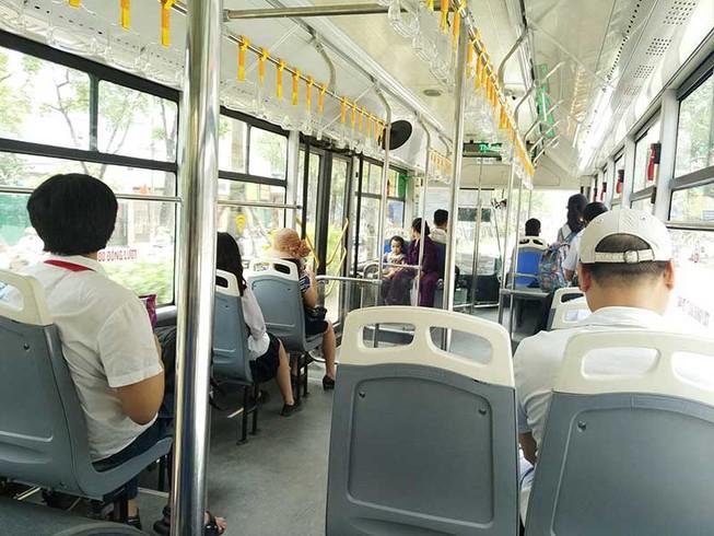 Tranh cãi cho buýt thường đi vào làn buýt nhanh