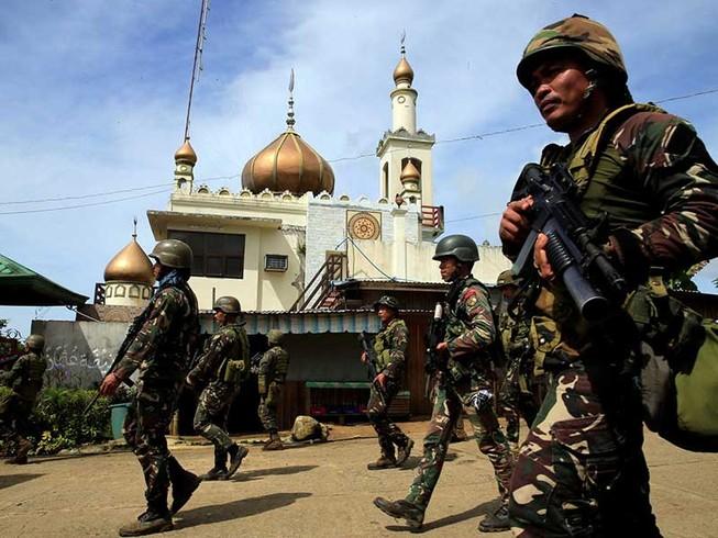 Quân đội Philippines nã tên lửa tiêu diệt khủng bố