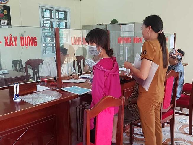 Vụ bút phê lý lịch: Dân bức xúc việc đóng góp