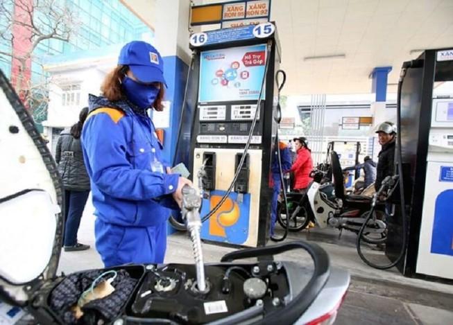 Nhiều câu hỏi hóc búa trước khi tăng giá xăng dầu