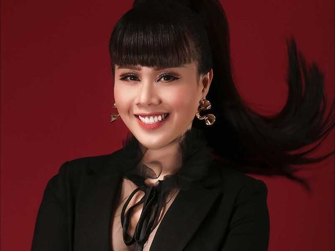 Hoa hậu Quý bà hoàn vũ làm thời trang từ lãnh Mỹ A