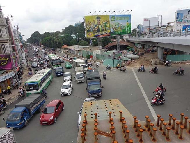 Hôm nay, bắt đầu làm nhánh thứ 2 cầu vượt Nguyễn Kiệm