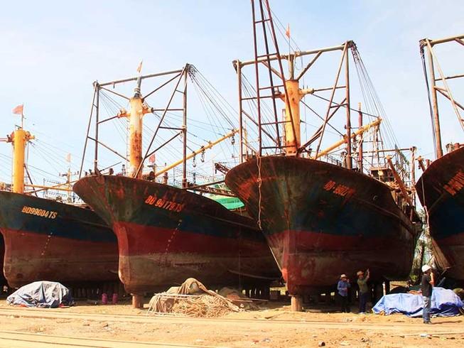 Sơn lại tàu ở Bình Định, không thay thép dỏm