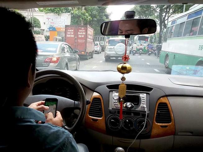 'Không có chuyện ưu đãi thuế cho Uber, Grab'