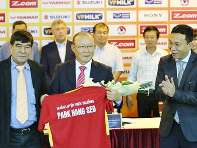 Báo Việt, báo Hàn 'sốt' với HLV Park Hang-seo