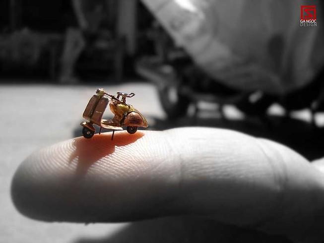 Người 'phù phép' cho điêu khắc siêu nhỏ