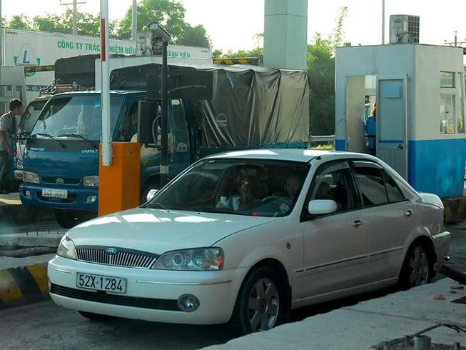 Không nên kéo dài thu phí cao tốc Trung Lương