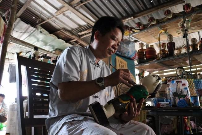 Nghệ nhân với những con rối nước hiếm hoi ở Sài Gòn