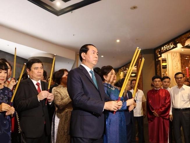Chủ tịch nước dâng hương các Vua Hùng