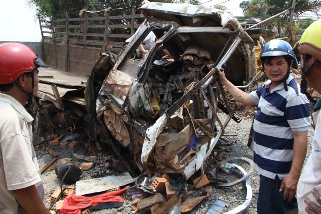 Kinh hoàng hai xe tải đấu đầu: Xác định danh tính 6 nạn  nhân tử vong