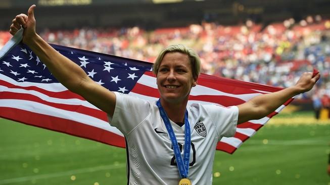 Huyền thoại bóng đá nữ Mỹ chia tay sân cỏ