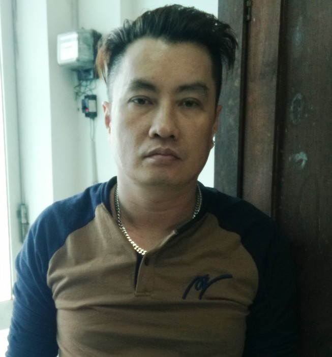 In danh thiếp môi giới mại dâm ở trung tâm Sài Gòn