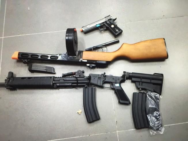 Tạm giữ lô súng đồ chơi nguy hiểm gửi từ Mỹ