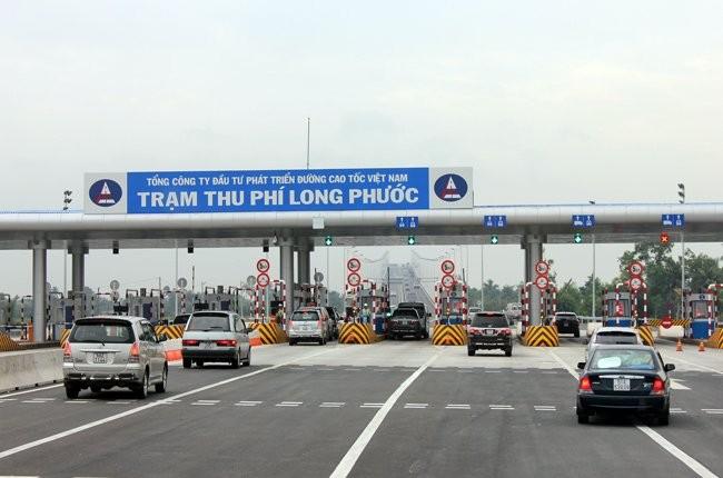 Hai vụ tai nạn liên tiếp, cao tốc Long Thành ùn xe hơn 3 giờ