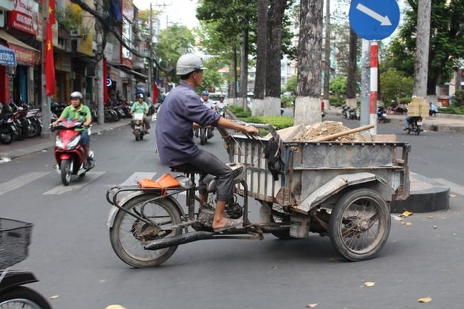 Xe 'mù', xe 'mờ' cản trở giao thông Sài Gòn