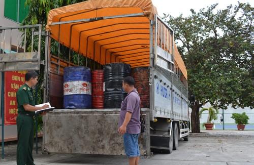 Bắt vụ vận chuyển 9.800 lít nhớt thải không rõ nguồn gốc