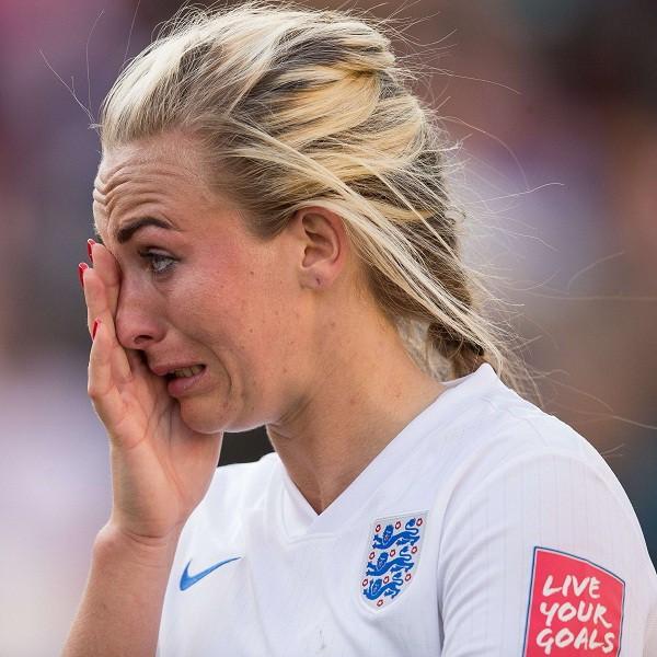 HLV Mark Sampson: 'Laura trở về Anh như một người hùng'