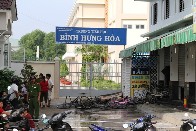 Cháy lớn thiêu rụi cửa hàng xe đạp