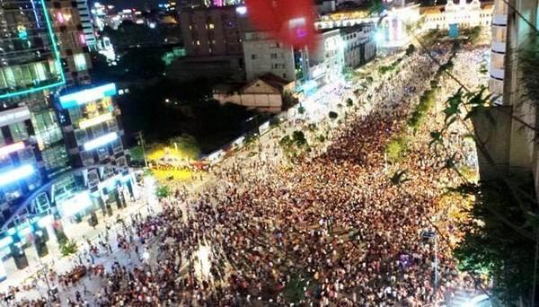 Náo loạn phố đi bộ Nguyễn Huệ:15 người bị xử phạt về hành vi gây rối