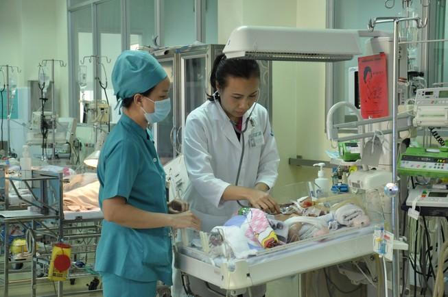 Vụ bé sơ sinh bị đâm vào đầu: Thủ phạm nghi bị tâm thần