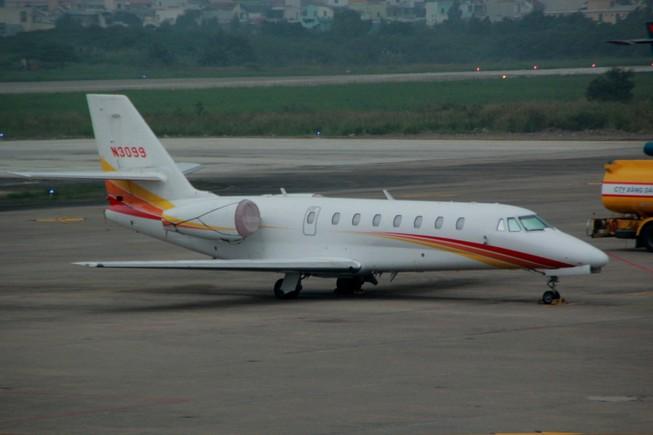 Chuyên cơ riêng bị xe đầu kéo đâm rách cánh tại sân bay Đà Nẵng