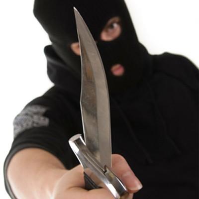Nhờ bạn chở rồi dùng dao cướp xe máy