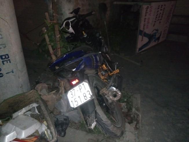 Bị xe máy đâm chết khi sang đường để về nhà