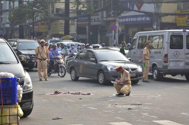 3 vụ tai nạn liên tiếp tại ngã tư, giao thông hỗn loạn
