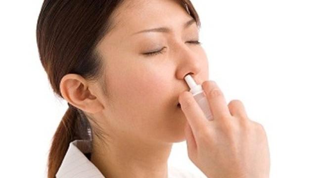 Thuốc xịt mũi chứa dexamethasone có gây teo niêm mạc mũi?