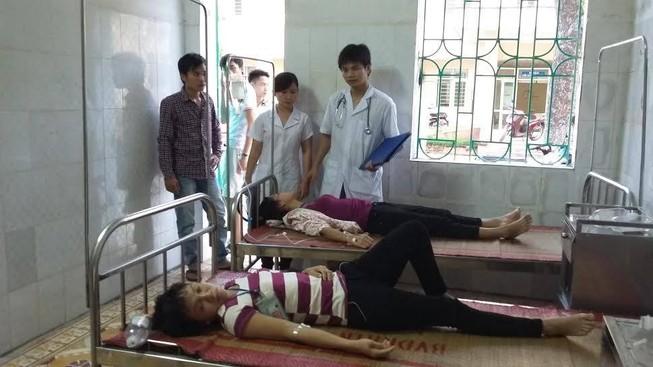Gần 60 công nhân nhập viện nghi ngộ độc thức ăn