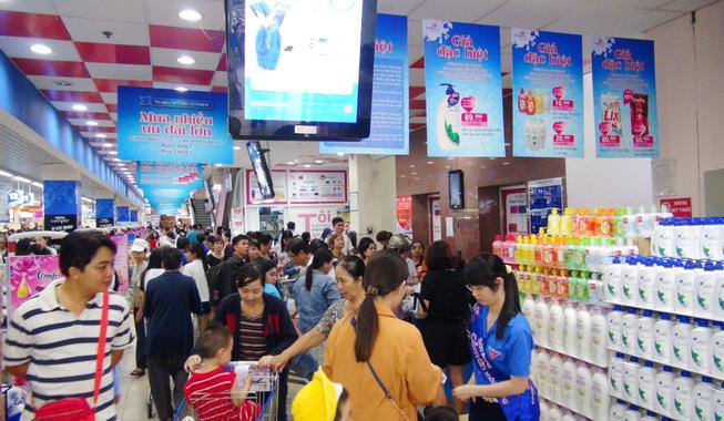 Khuyến mãi lớn, siêu thị hút khách