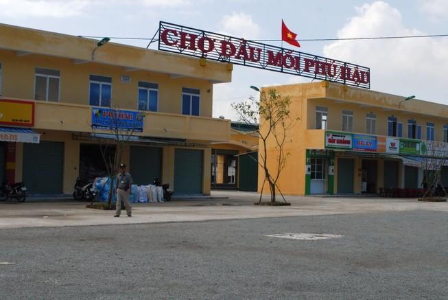 Tiểu thương vây UBND phường vì không muốn di dời chợ