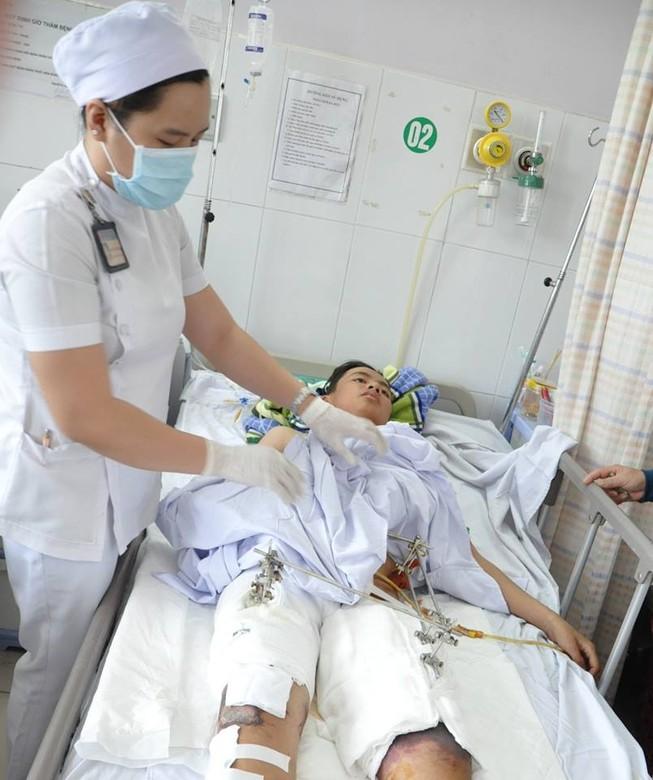 Cứu sống bệnh nhân bị xe tải 15 tấn cán ngang người