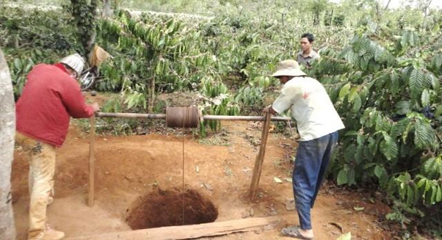 5 người bị vùi khi đào đập lấy nước