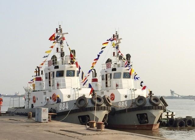 Bàn giao hai tàu kéo TK 600 cho Quân chủng Hải quân