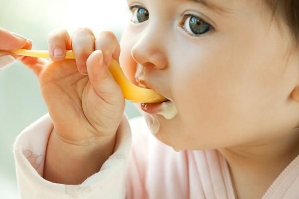 Ăn nhạt ở trẻ dưới 1 tuổi, đúng hay sai?