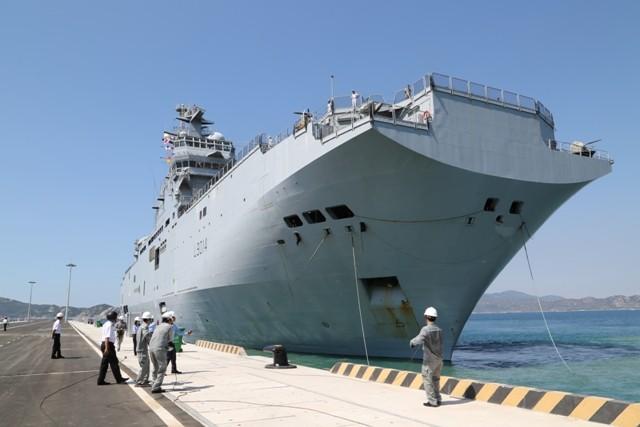 Chiến hạm chỉ huy Tonnerre của Pháp thăm Việt Nam