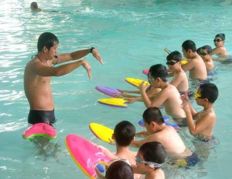 Những lưu ý khi cho trẻ đi bơi ngày nắng nóng
