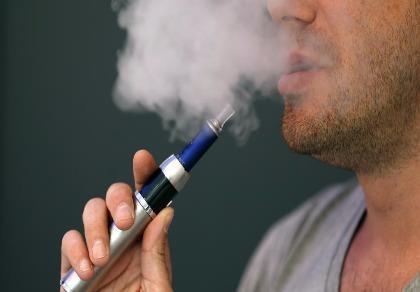 Thuốc lá điện tử và shisha nguy hiểm như thuốc lá điếu
