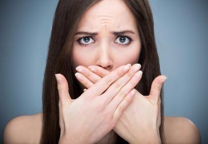 Miệng hôi, dễ chảy máu răng là bệnh gì?