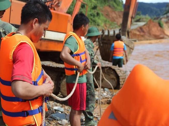 Đưa thi thể nạn nhân vụ Sông Bung về quê an táng