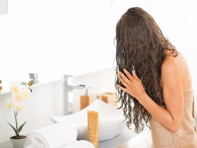 5 sai lầm khi ngủ khiến tóc ngày càng mỏng
