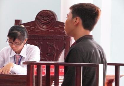 Gánh nặng của 'bà mẹ nhí' và người yêu sau phiên tòa