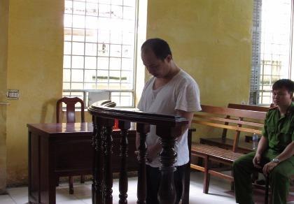 Vào tù vì 'phê' ma túy đá, chống lại công an