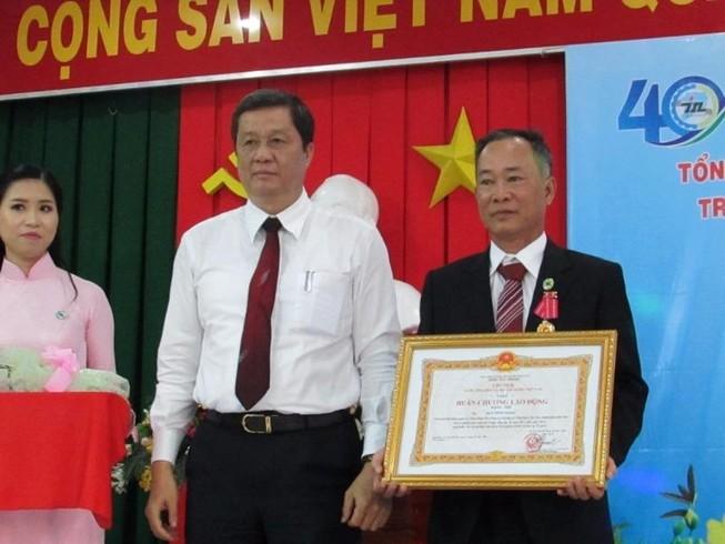 GĐ Công ty in Cần Thơ nhận huân chương Lao động